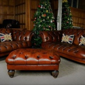 F50 U2013 1058 PAIR TETRAD OSKAR BROWN LEATHER CHESTERFIELD SOFAS 2/3 U0026 3/4  SEAT U0026 STOOL SUITE